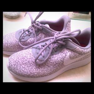Women's Nike Tanjun Pattern Sneakers - Sz 7.5